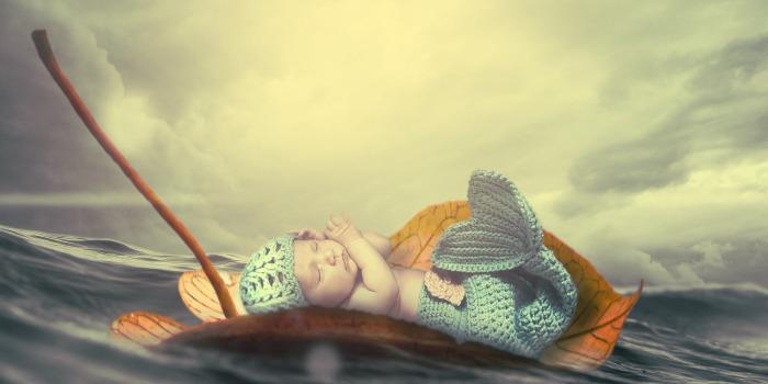 赤ちゃん神秘の寝姿